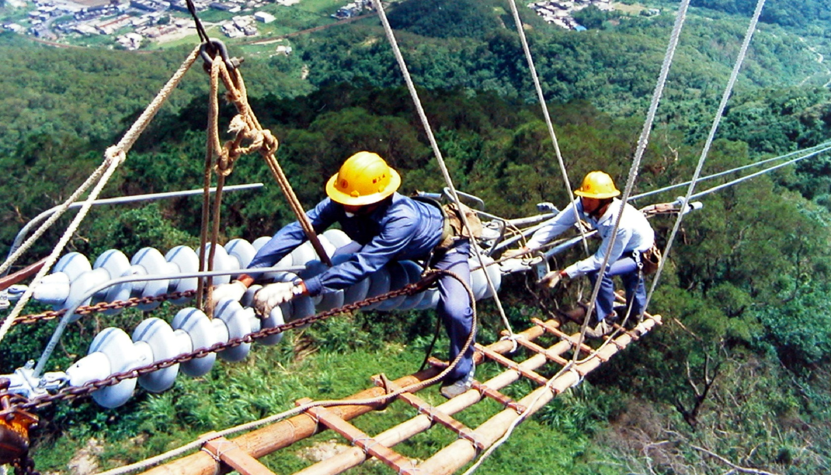 【話說源頭】點亮山嶺間的時光:台灣舊東西輸電線
